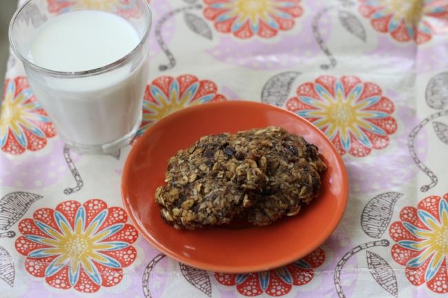 chocolate banana cookies (via yummytoddlerfood.com)