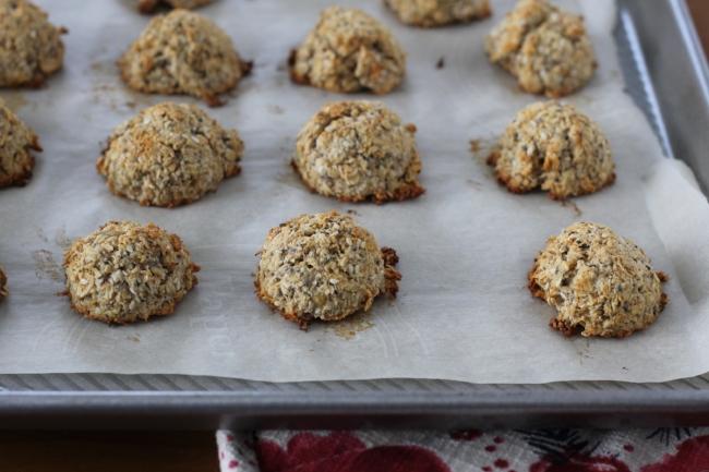 Banana Coconut Sconelettes with Chia Seeds 2 (via yummytoddlerfood.com)