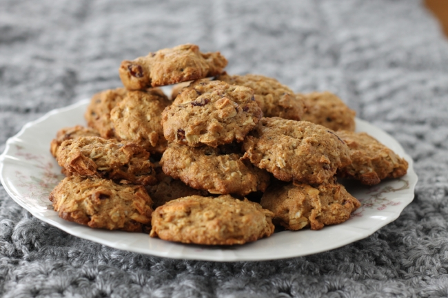Lower Sugar Oatmeal Cookies with Dried Fruits (via yummytoddlerfood.com)