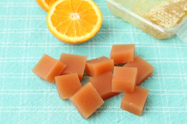 Orange-Honey Fruit Snacks to Fight the Sniffles via yummytoddlerfood.com