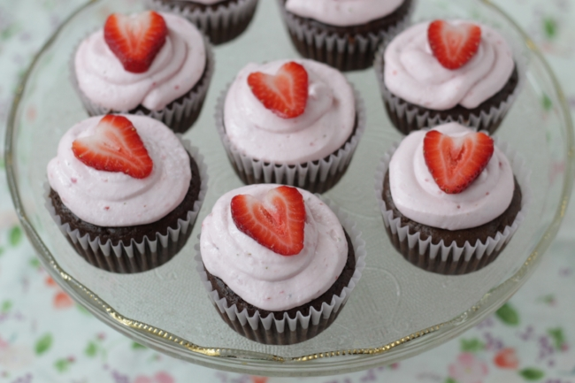 Lower Sugar Chocolate Cupcakes with Strawberry Frosting on yummytoddlerfood.com