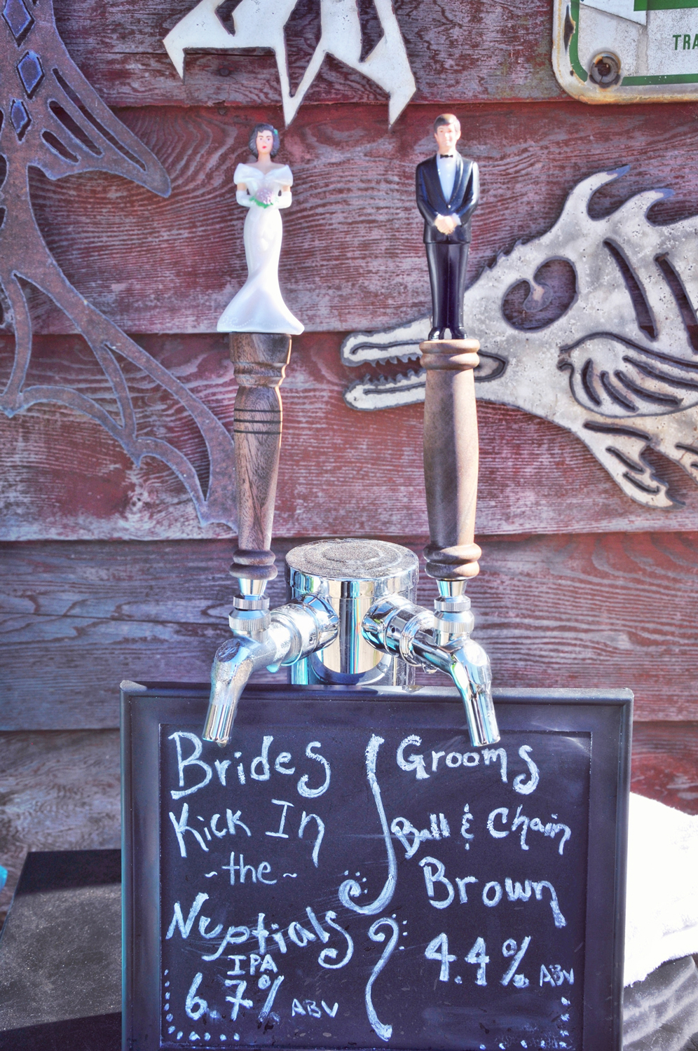21. Weddings-Bride-Groom-Beer-Taps_Carly-Carpenter.jpg