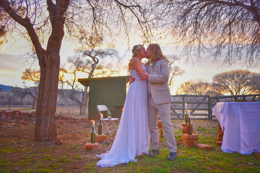 Weddings-Arizona-Bride-Groom-Sunset-Kiss_Carly-Carpenter.jpg