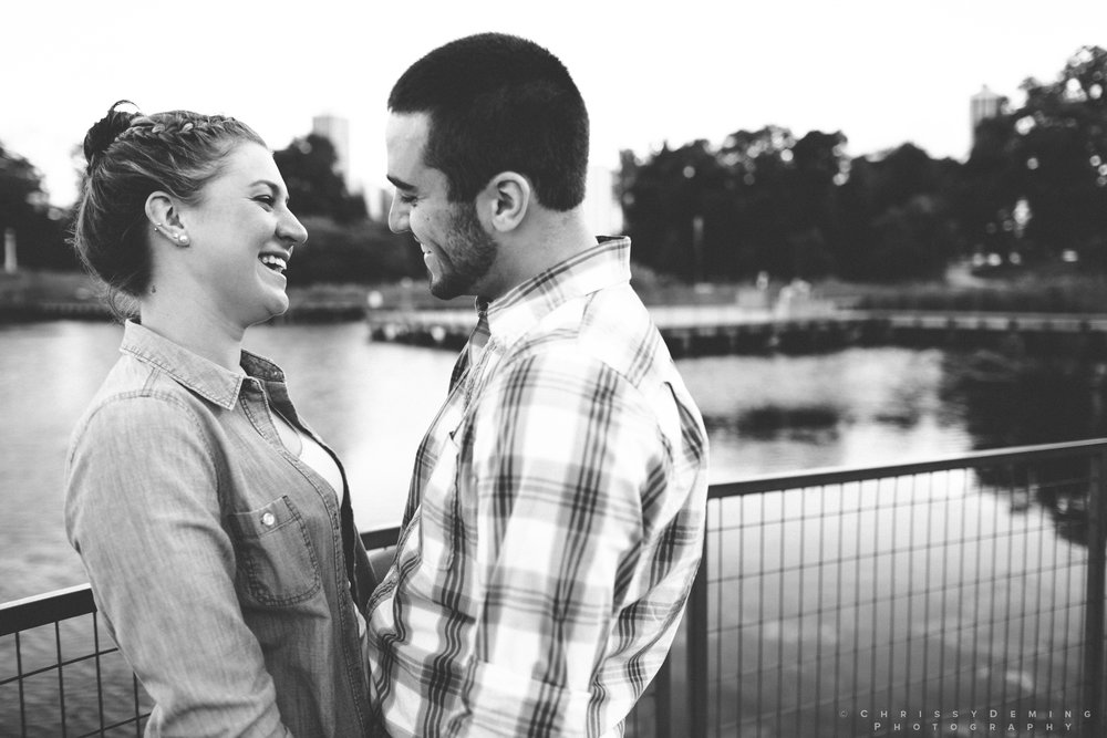 chicago_oakstreetbeach_lincolnpark_engagement_photography_0007.jpg