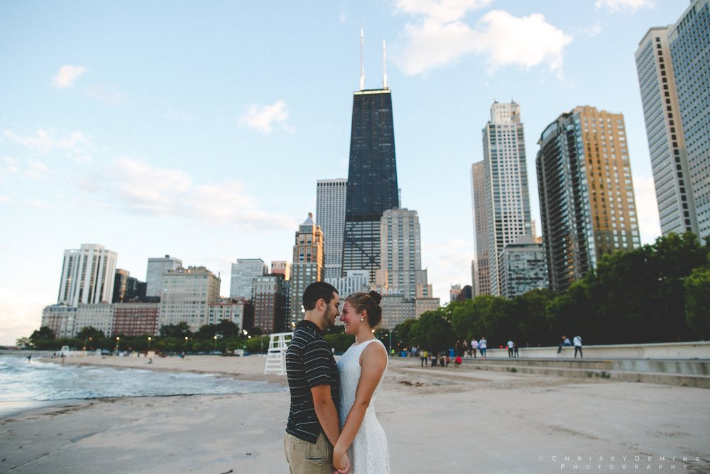 chicago_oakstreetbeach_lincolnpark_engagement_photography_0009.jpg