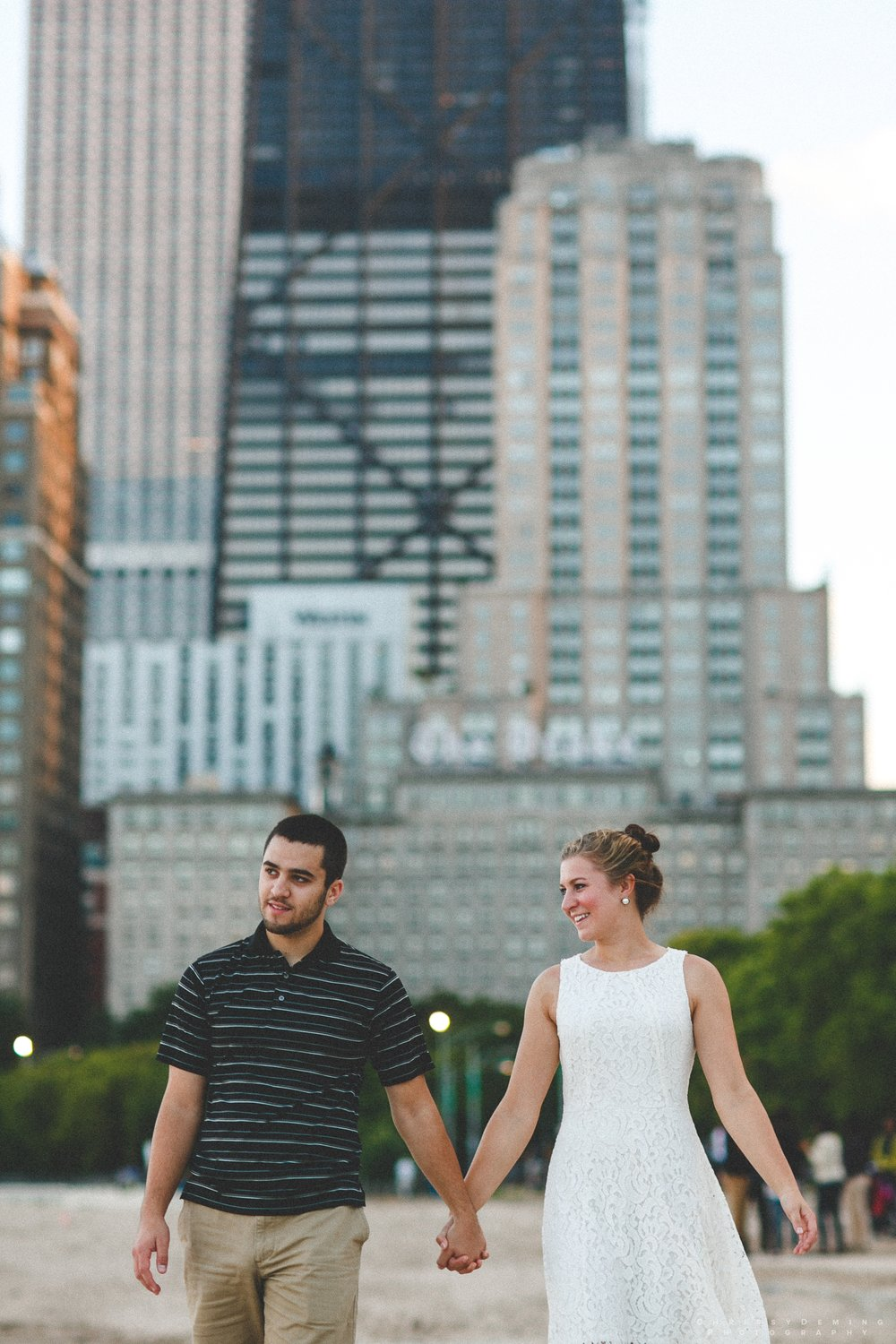 chicago_oakstreetbeach_lincolnpark_engagement_photography_0016.jpg