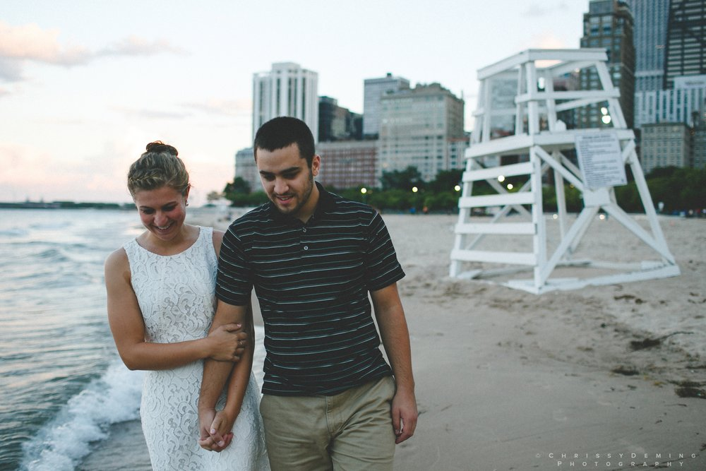 chicago_oakstreetbeach_lincolnpark_engagement_photography_0022.jpg