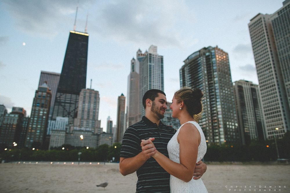 chicago_oakstreetbeach_lincolnpark_engagement_photography_0025.jpg
