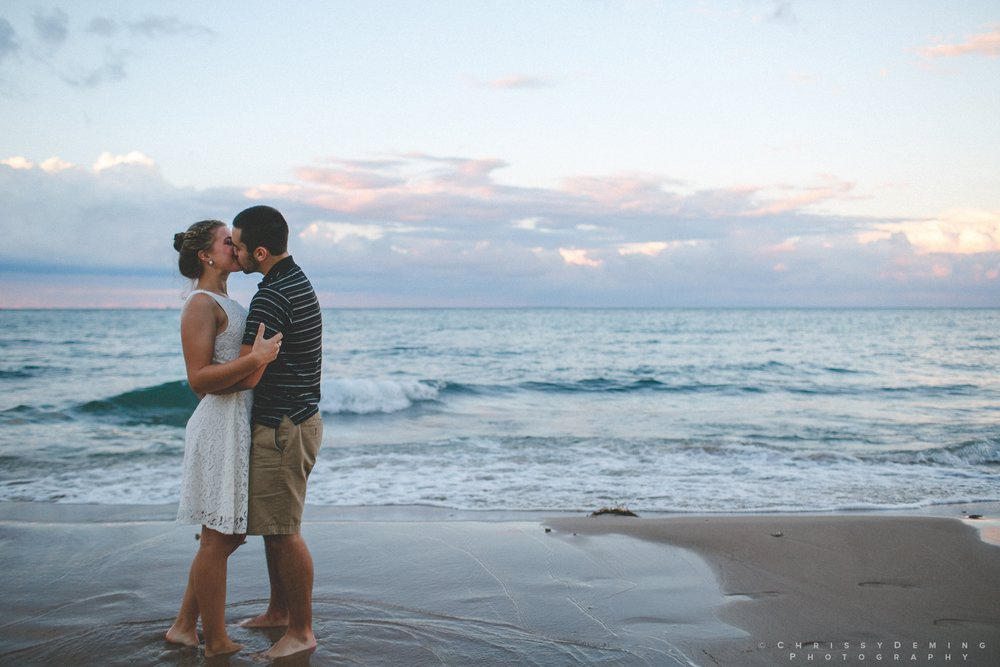 chicago_oakstreetbeach_lincolnpark_engagement_photography_0023.jpg