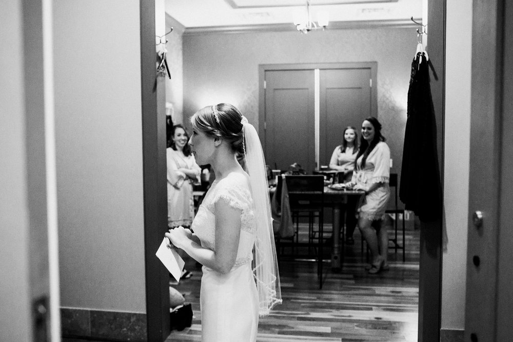 noahs_event_venue_naperville_IL_wedding_photographer_0007.jpg