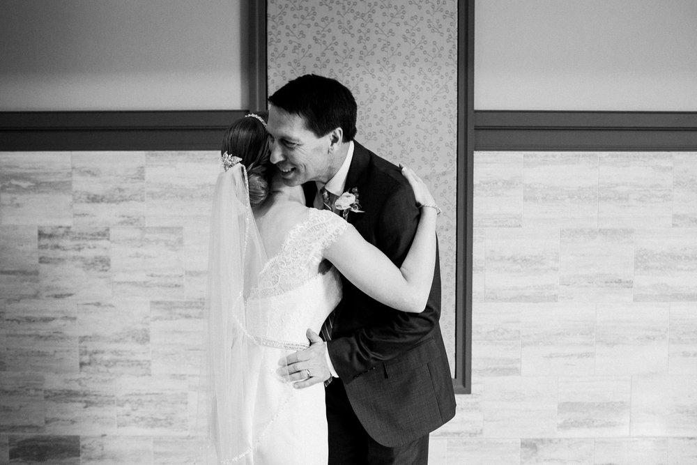 noahs_event_venue_naperville_IL_wedding_photographer_0008.jpg