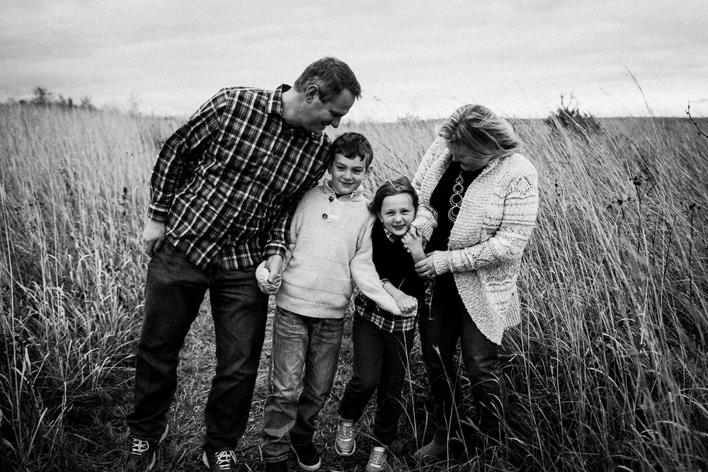 nachusa_grasslands_Franklin_Grove_IL_family_portrait_photographer_0040.jpg