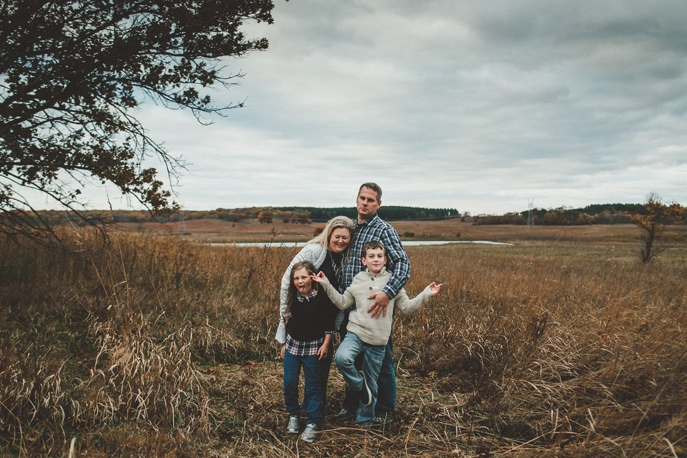 nachusa_grasslands_Franklin_Grove_IL_family_portrait_photographer_0018.jpg