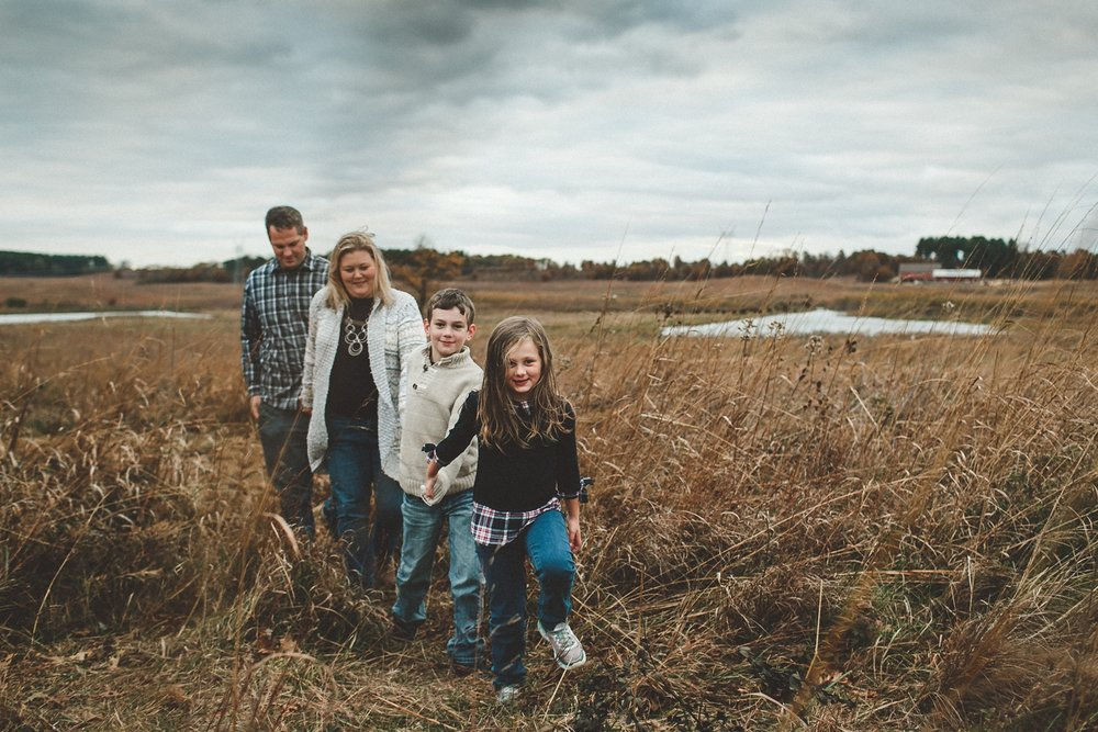 nachusa_grasslands_Franklin_Grove_IL_family_portrait_photographer_0019.jpg