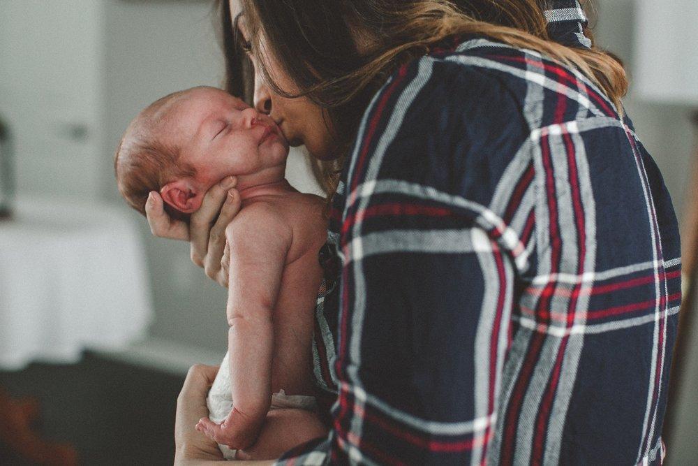 dekalb_sycamore_IL_inhome_newborn_family_photographer_0002.jpg