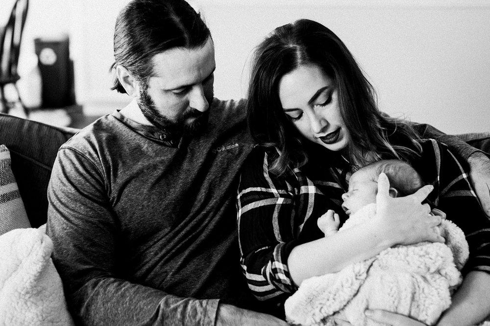 dekalb_sycamore_IL_inhome_newborn_family_photographer_0007.jpg