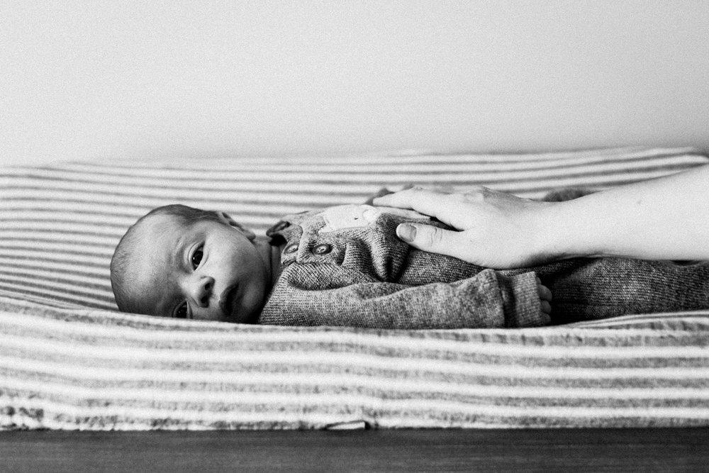 dekalb_sycamore_IL_inhome_newborn_family_photographer_0017.jpg