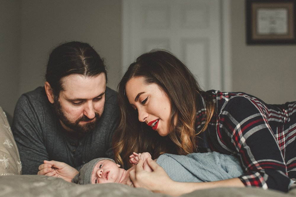 dekalb_sycamore_IL_inhome_newborn_family_photographer_0040.jpg