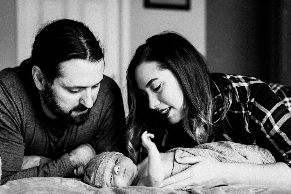 dekalb_sycamore_IL_inhome_newborn_family_photographer_0041.jpg