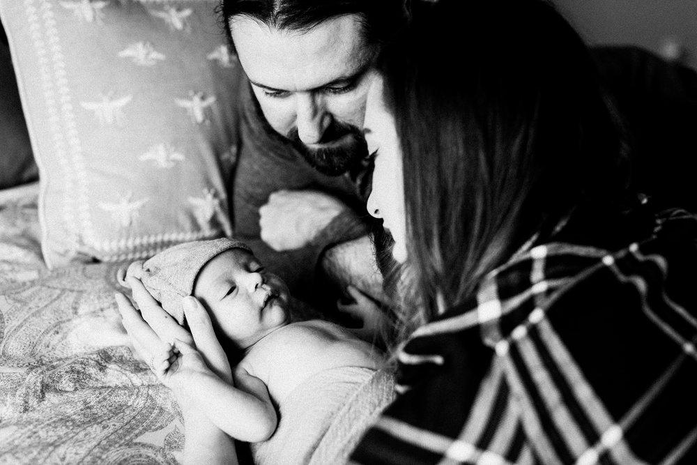 dekalb_sycamore_IL_inhome_newborn_family_photographer_0042.jpg