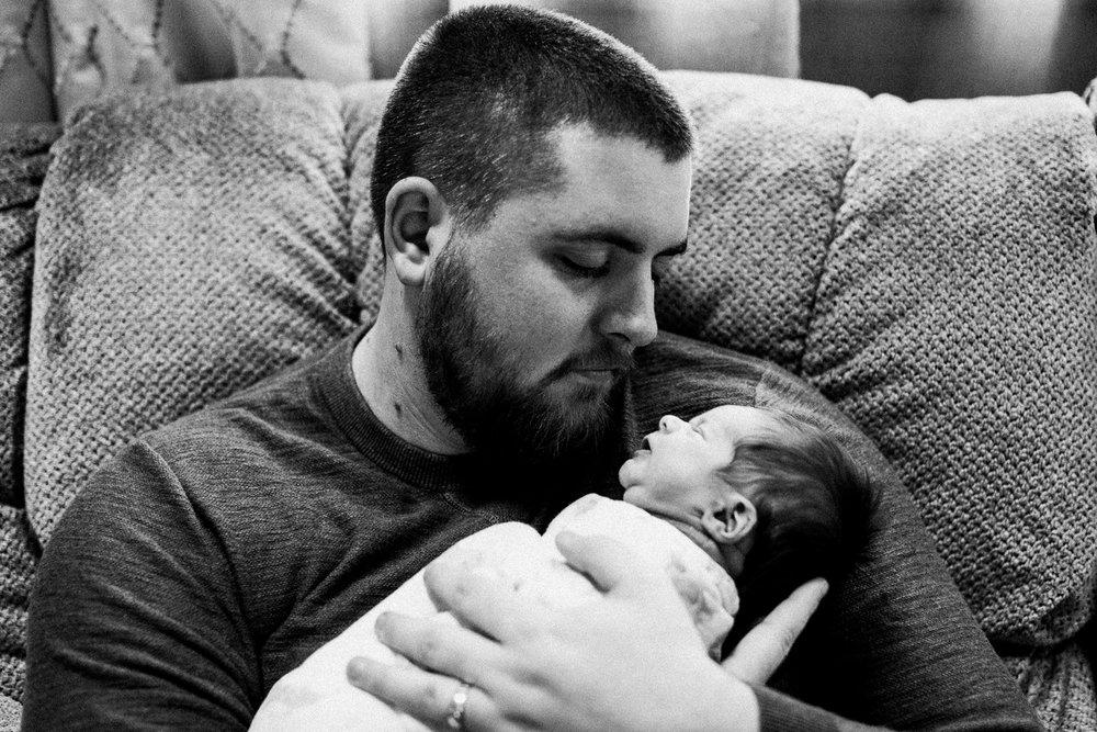 dekalb_sycamore_IL_inhome_newborn_family_photographer_0023.jpg
