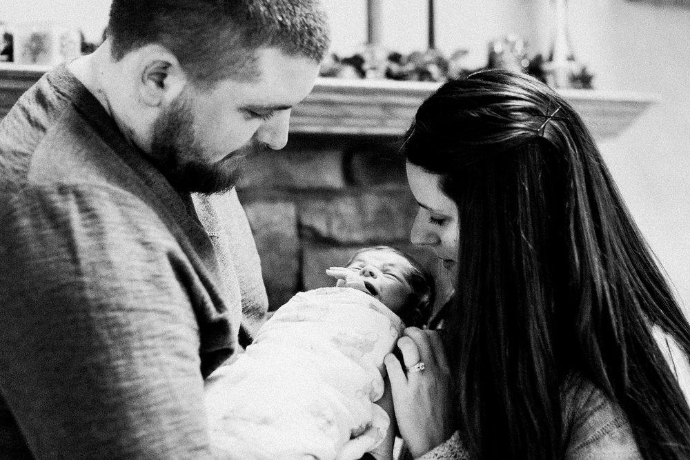 dekalb_sycamore_IL_inhome_newborn_family_photographer_0027.jpg
