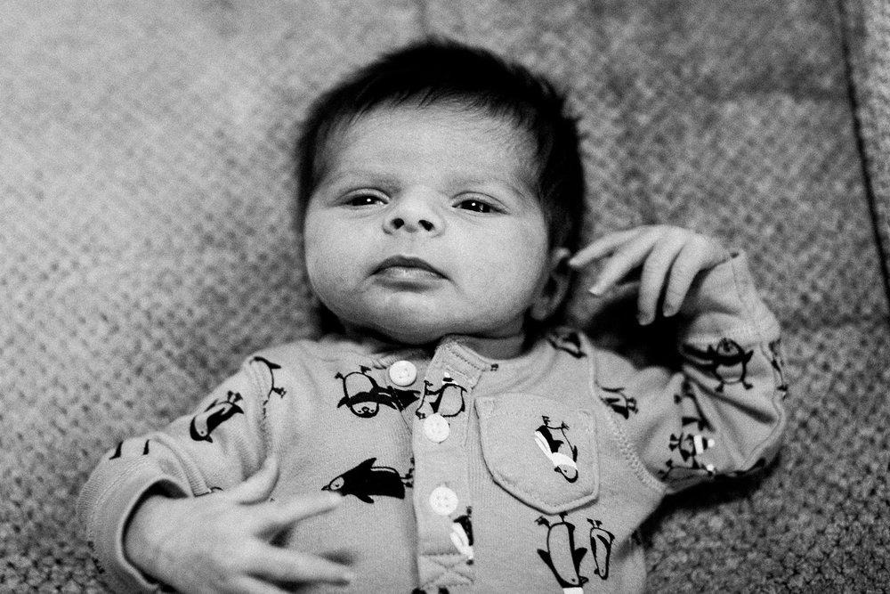 dekalb_sycamore_IL_inhome_newborn_family_photographer_0032.jpg