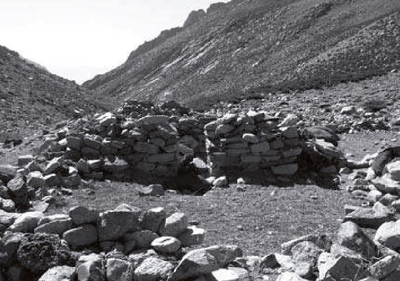 (4)   Ricardo Moyano,  Arquitectura de cumbres construida con piedras del lugar    (2009)    ©     Revista de Estudio Atacameños