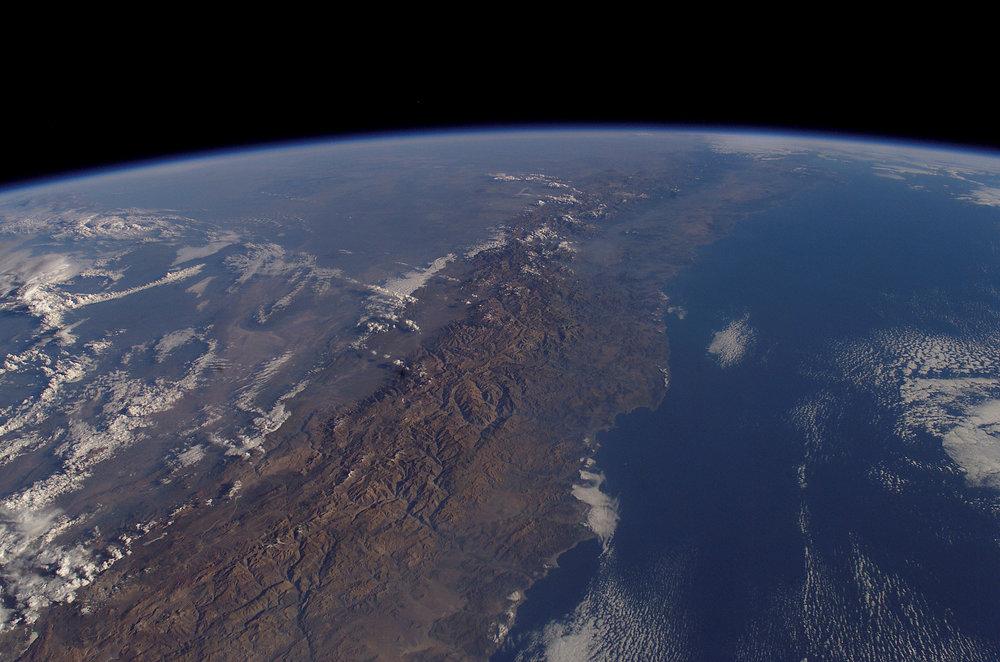 (1) Chile, entre los Andes y el Pacífico (2003) © NASA.jpg