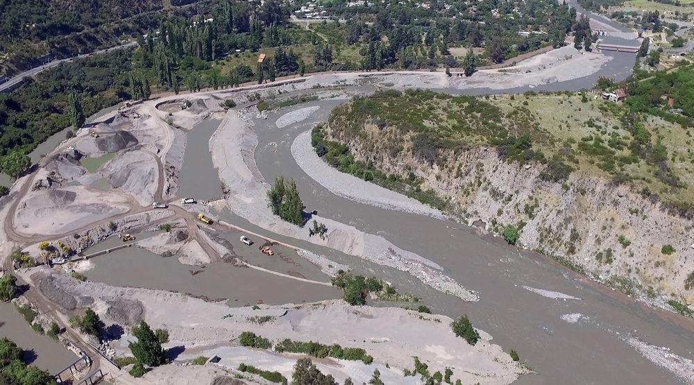 (8) Río Maipo en distintas épocas del año, variación de sedimentos © Montserrat Castro U. para  LOFscapes.