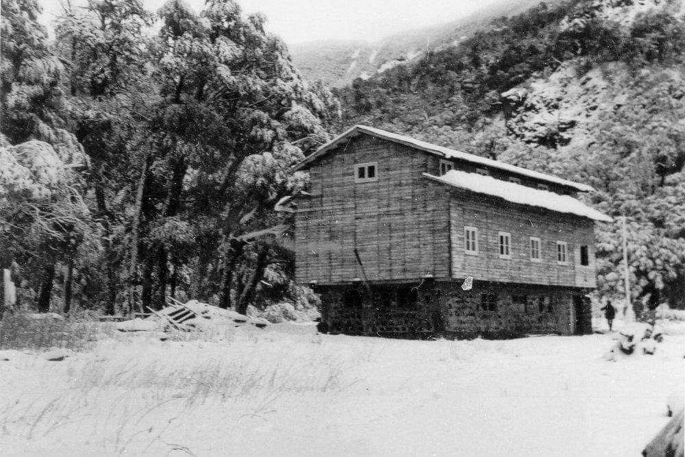 (2) Gentileza Carlos Hüber,  Refugio Shangri-La  (1970)