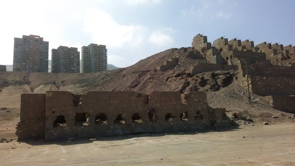 (3) Ruinas de Huanchaca y crecimiento inmobiliario © Sebastián Rodríguez L. para  LOFscapes.