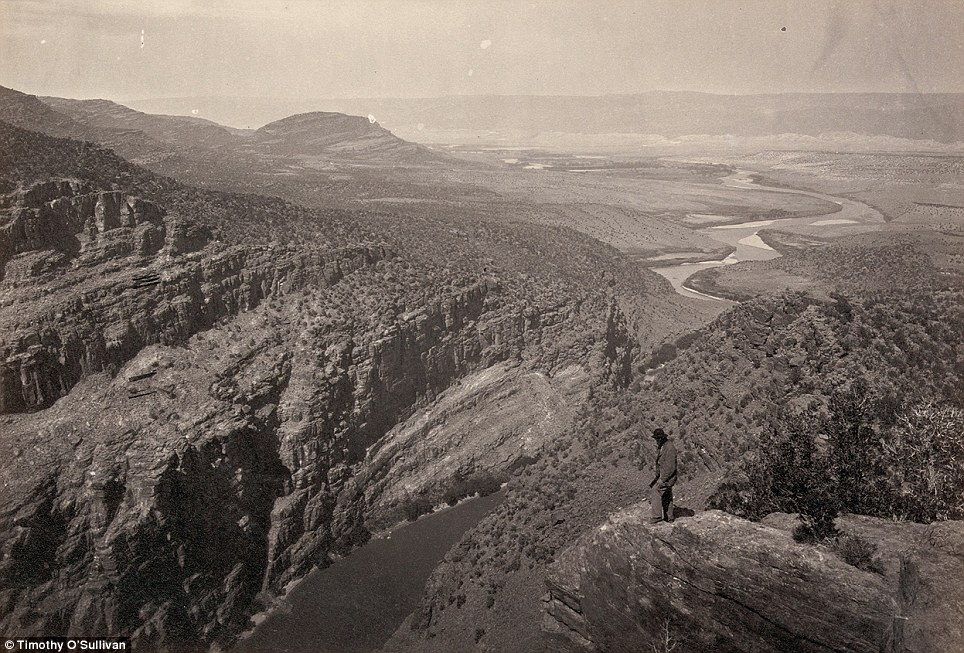 (4)  Brown Park Colorado (1872)  © Timothy O´Sullivan