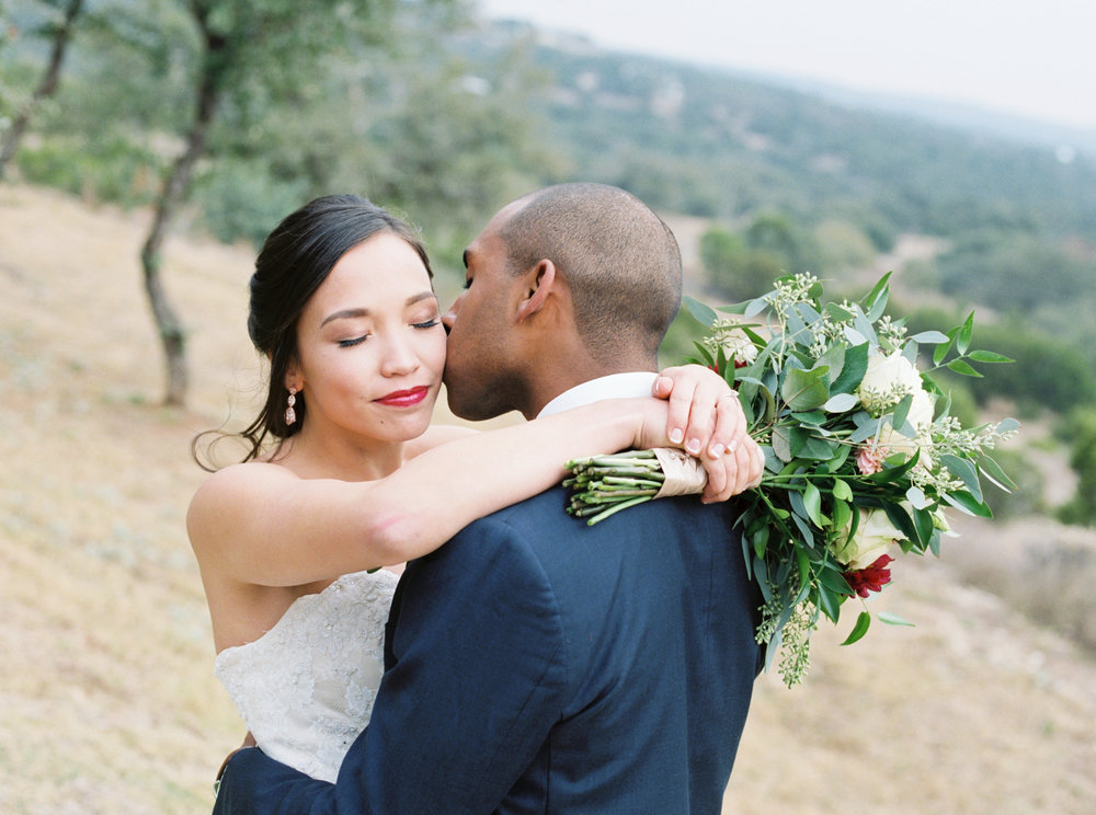 Fine art canyonwood ridge wedding in Austin Texas