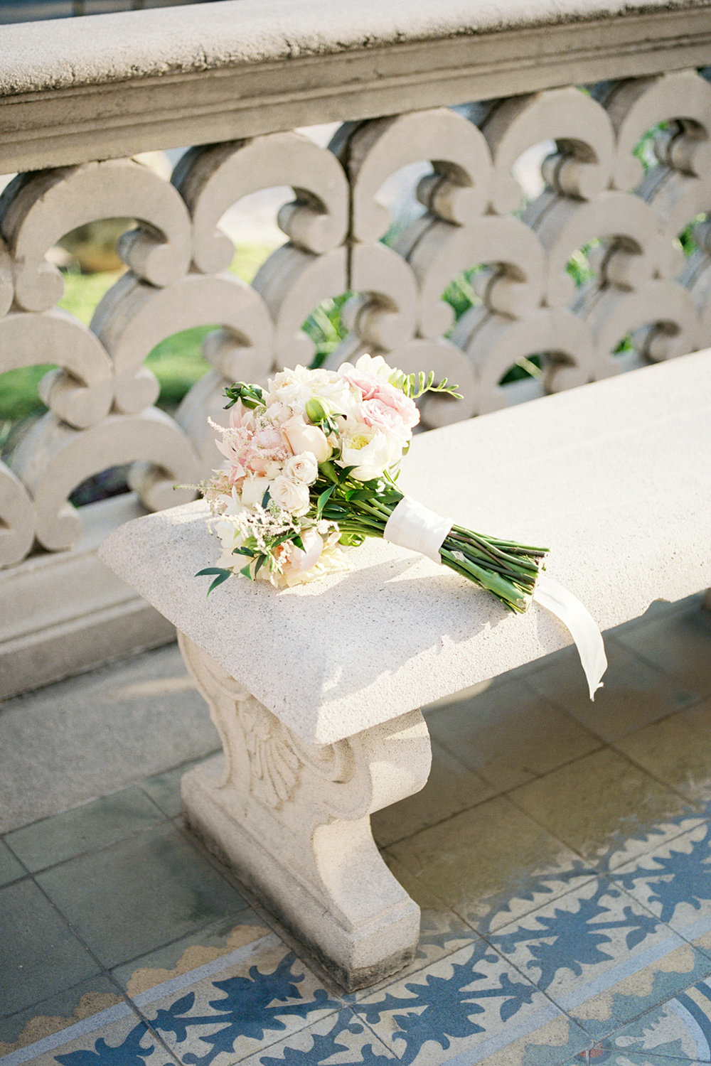 McNay Art Museum San Antonio Texas Wedding Photographer. Florals for the McNay Wedding.