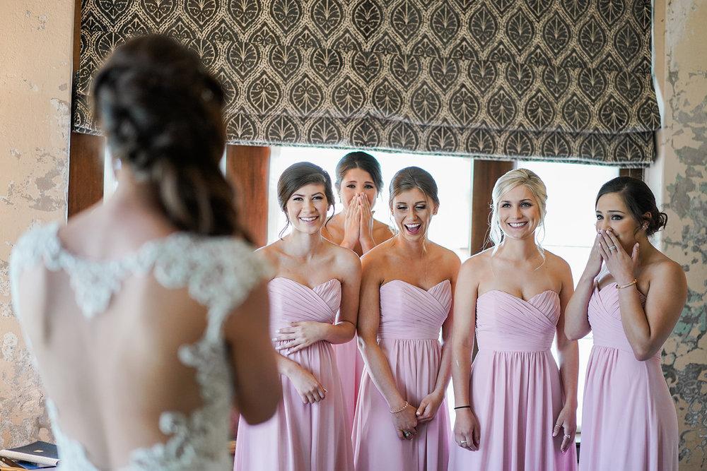Getting ready at Hotel Emma. Hotel Emma Wedding Photographer.
