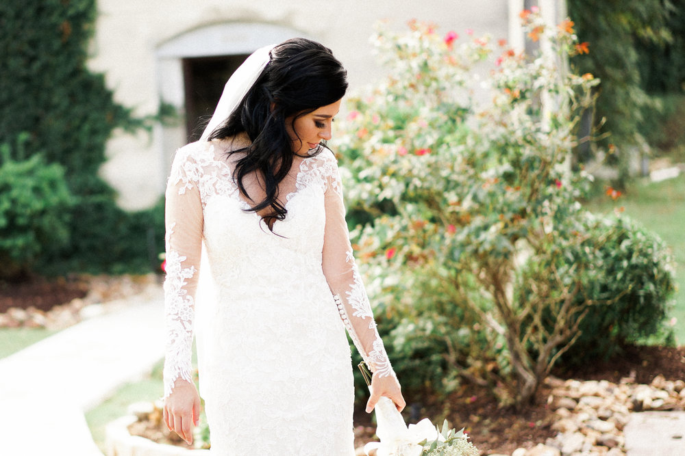 Olde Dobbin Station Houston Wedding Photographer. Wedding Photos from Olde Dobbin Station. Such a beautiful bride!
