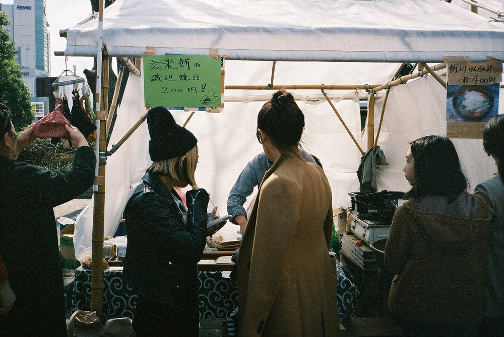 Buying the most delicious brown rice yaki-mochi