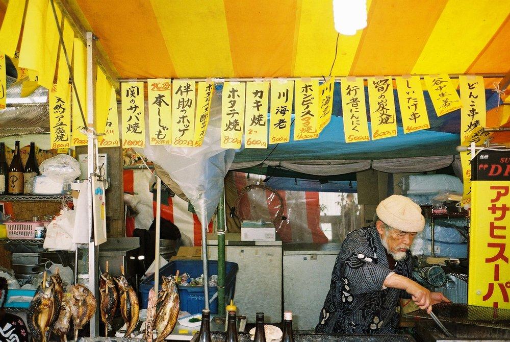 Ojiisan roasting fish