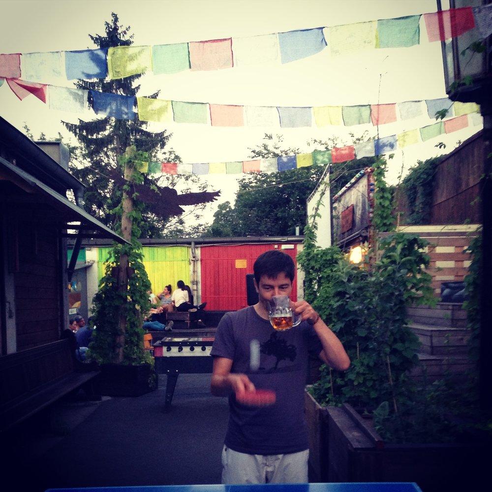 Beer / Tisch Tennis