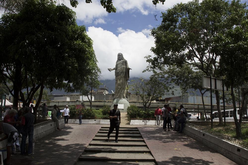 """""""In 2013 there were more than 25,000 homicides in Venezuela. In Petare, 4163 were reported in 2008."""" (Source: Government of Miranda).   """"  En 2013 hubo más de 25.000 homicidios en Venezuela. En Petare en 2008 se reportaron 4163.  """"  (Fuente: Gobernaci—n de Miranda)."""