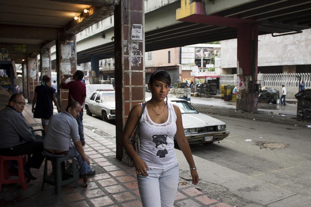 """""""A Venezuelan woman spends 8% of her budget on personal care."""" (Source: El Universal).    """" La mujer venezolana emplea 8% de su presupuesto en cuidado personal. """"  (Fuente: El Universal)."""