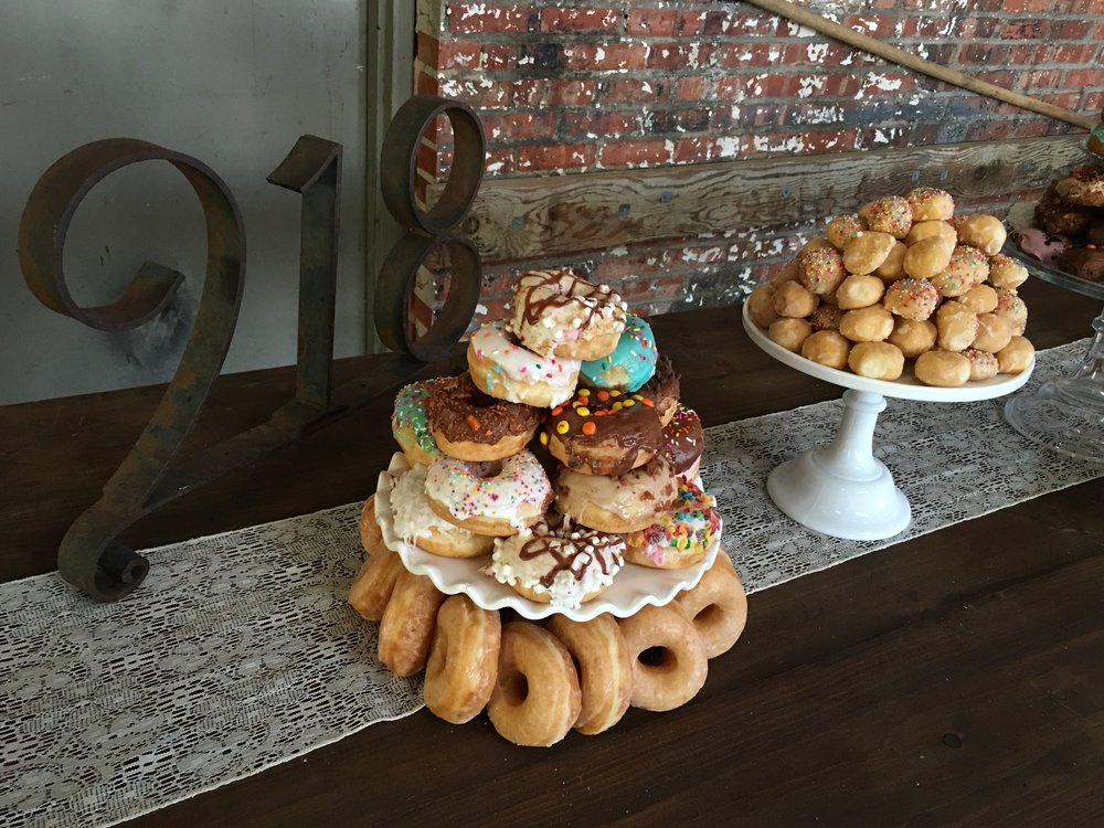 livi lees - donuts - tulsa - oklahoma - donut catering - donut wedding - donut delivery - special events