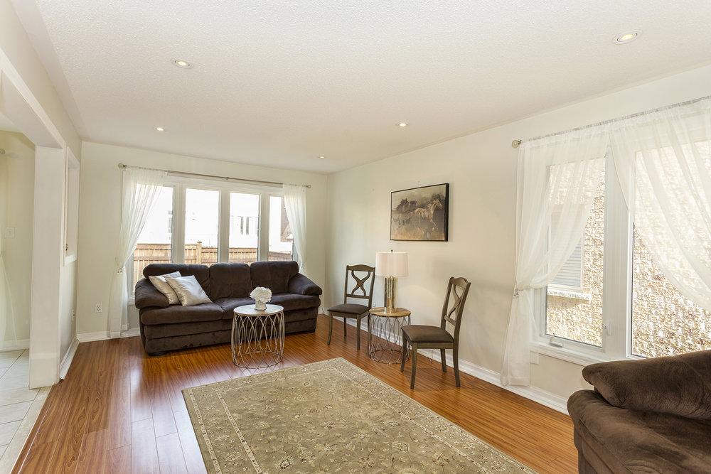 Living Room1-1.jpg