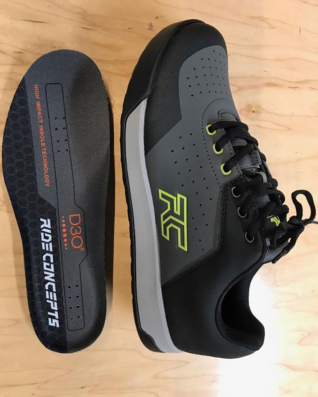Checkout the new Men's Hellion from Ride Concepts. This locally designed shoe is available in a women's specific fit as well and comes with a D30 impregnated insole, an EVA midsole and a High Grip Outsole. All told this shoe provides amazing support, shock absorption, and grip on your platform pedal setup. Available for sale @cyclepathsmtb and for demo at our new demo test center in Georgetown. #ridebeforeyoubuy @rideconcepts