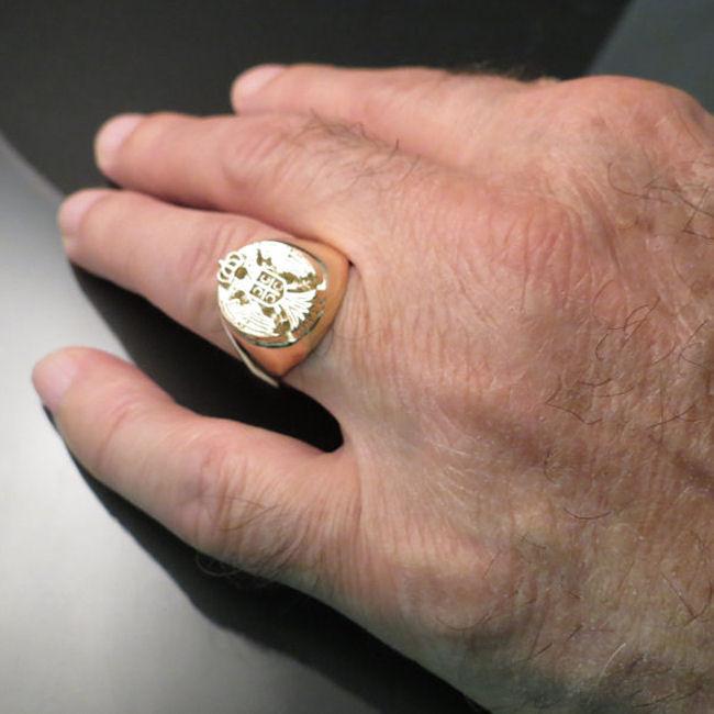 Prsten sa srpskim grbom