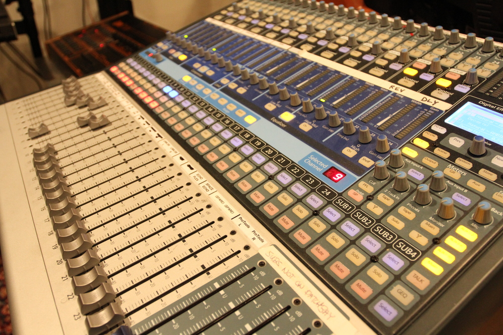 A Presonus Studio Live 24.4.2 mixer is the DAW in the center of things.