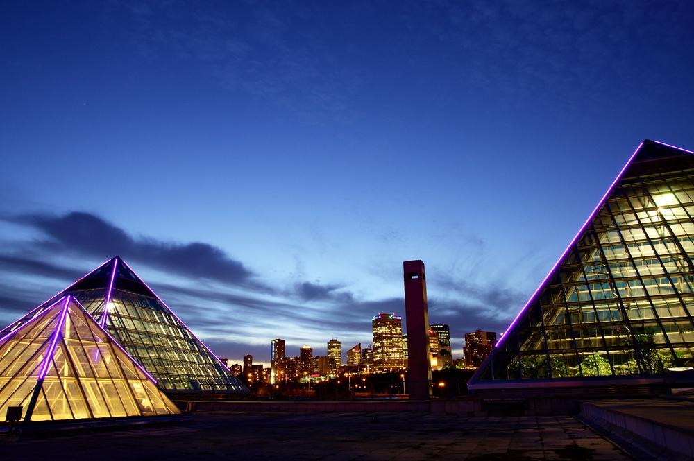 Edmonton_Skyline_Muttart.jpg