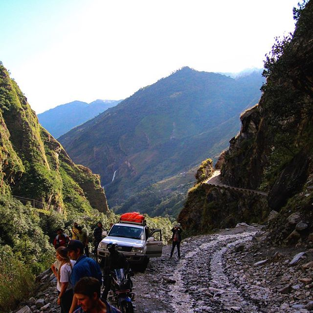 Flash back to a cheeky pit stop with breathtaking views on Upsides 2014 trip to the apple orchard in Ghiling. The Himalayas never disappoint!  #Nepal #upside  #upsidenepal #mountains #himalayas #view #mustang #apples #appleorchard #ngo #socialenterprise