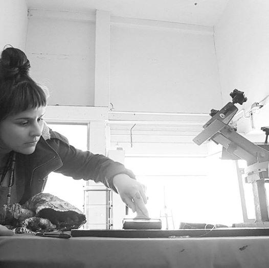 Contemporary Maori artist Sian Montgomery-Neutze making her prints.